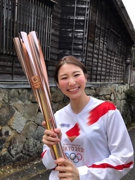 東京2020オリンピック聖火リレーに陸上コーチの中村優里さんが出場しました。