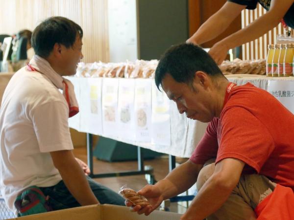 当日はアスリートたちもさまざまなボランティアに参加しました