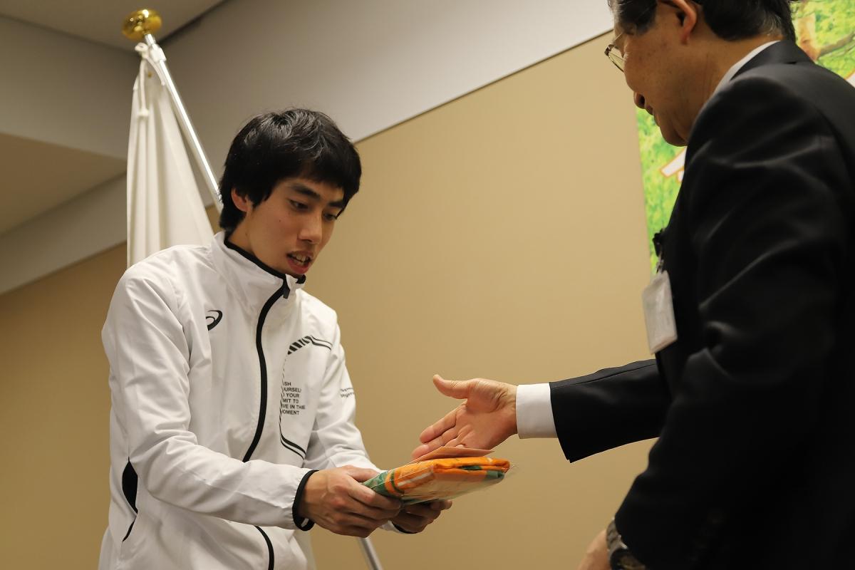 2月19日 長野市訪問 記念品贈呈